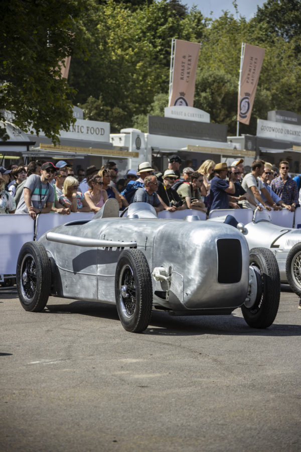 Pebble Beach Concours d'Elegance 2019: Fahrpremiere des Mercedes-Benz SSKL Stromlinienrennwagens Pebble Beach Concours d'Elegance 2019: Driving premiere of the Mercedes-Benz SSKL streamlined racing car