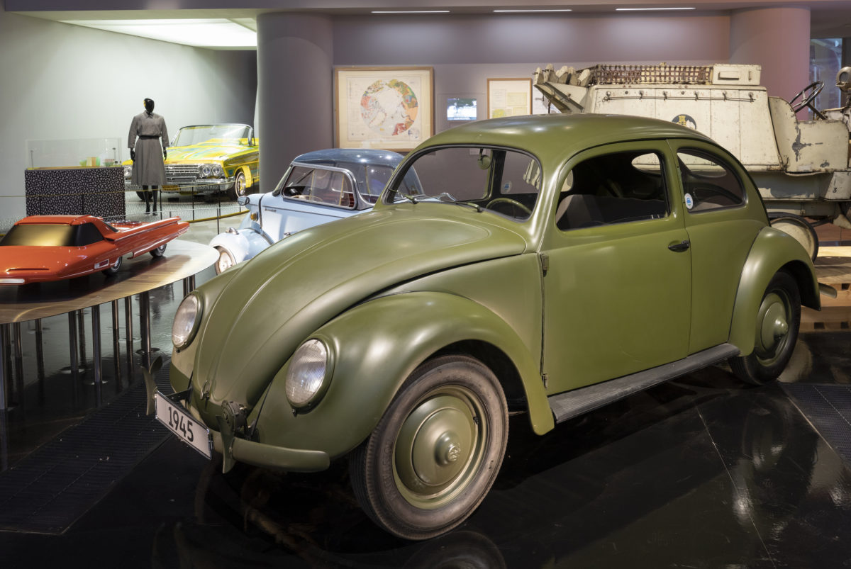 "CCG-Käfer (1945) der Autostadt im Londoner ""Victoria & Albert Museum""."