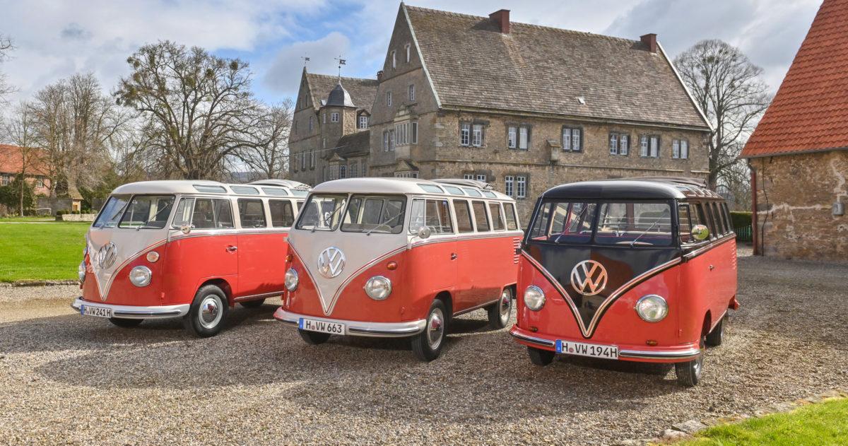 """VW Bulli """"Samba"""", Frontansicht der verschiedenen Modelle 1965 - 1962 - 1954 (von links nach rechts)."""