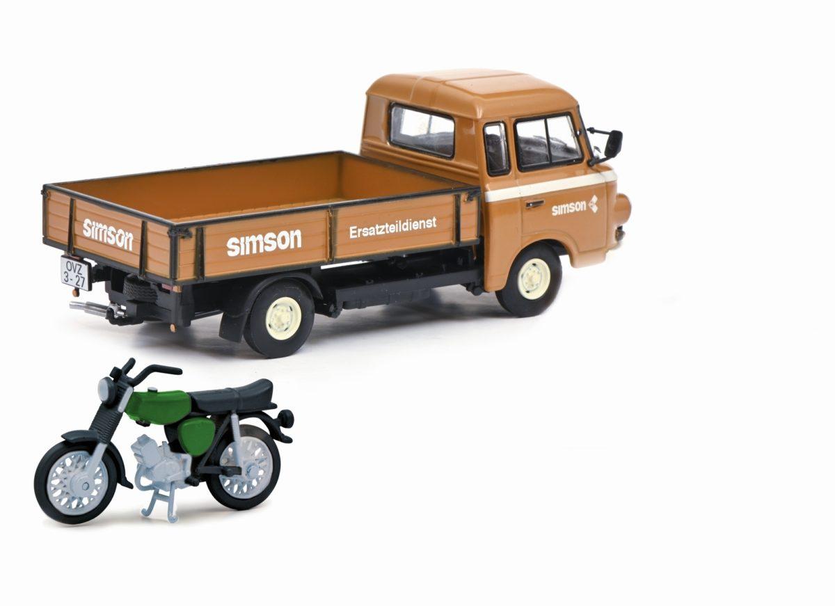 Barkas-Pritschenwagen mit Simson-Mockick von Schoco im Maßstab 1:43.