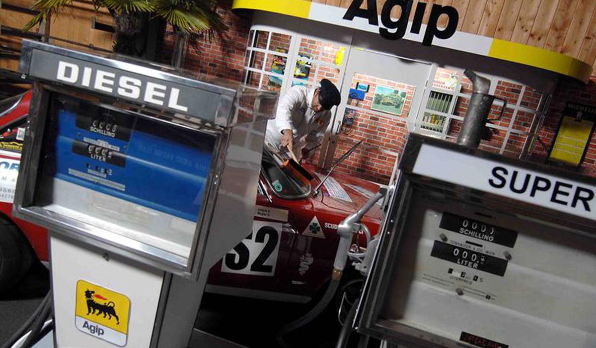 alte-tanke-oldtimer-tankstelle-besuch-beim-profi_classic-portal__0037