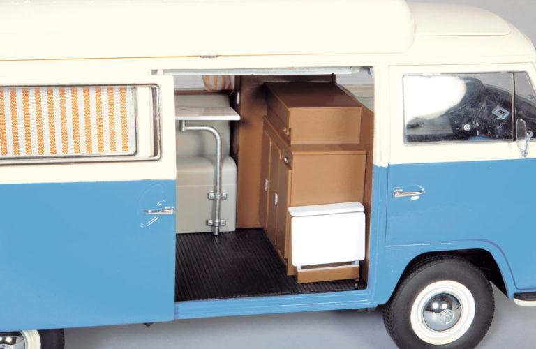 VW T2 Campingbus von Schuco im Maßstab 1:18.