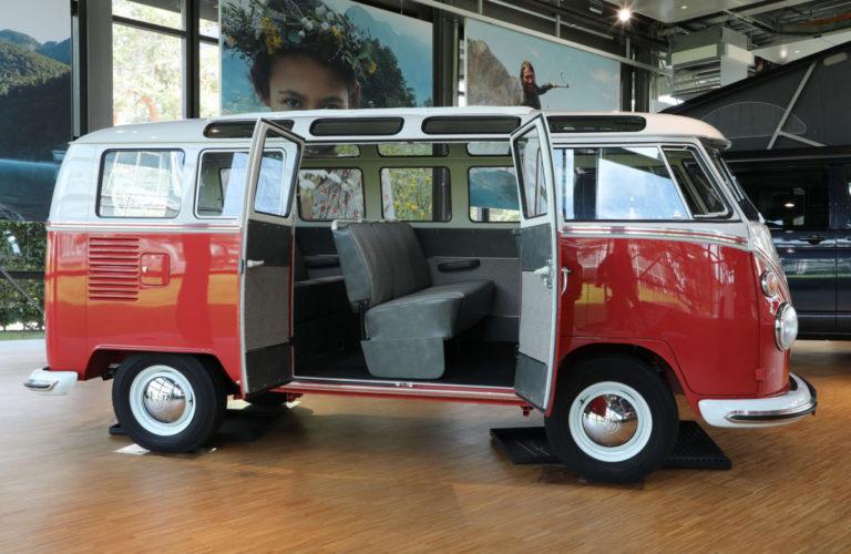 "T1""Samba""-Bus ""Renate"" im VW Nutzfahrzeuge Pavillon der Autostadt."
