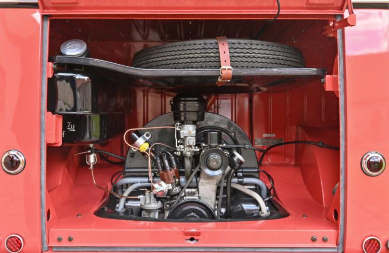 """VW Bulli """"Samba"""" von 1954. Der Motor hatte 1192 ccm Hubraum und 30 PS."""
